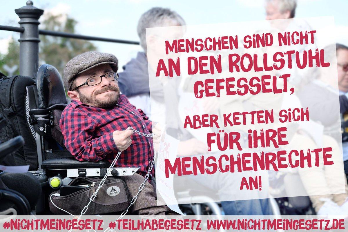 """""""Menschen sind nicht an den Rollstuhl gefesselt, aber ketten sich für ihre Menschenrechte an!"""" #NichtMeinGesetz https://t.co/mPs45bq9bn"""