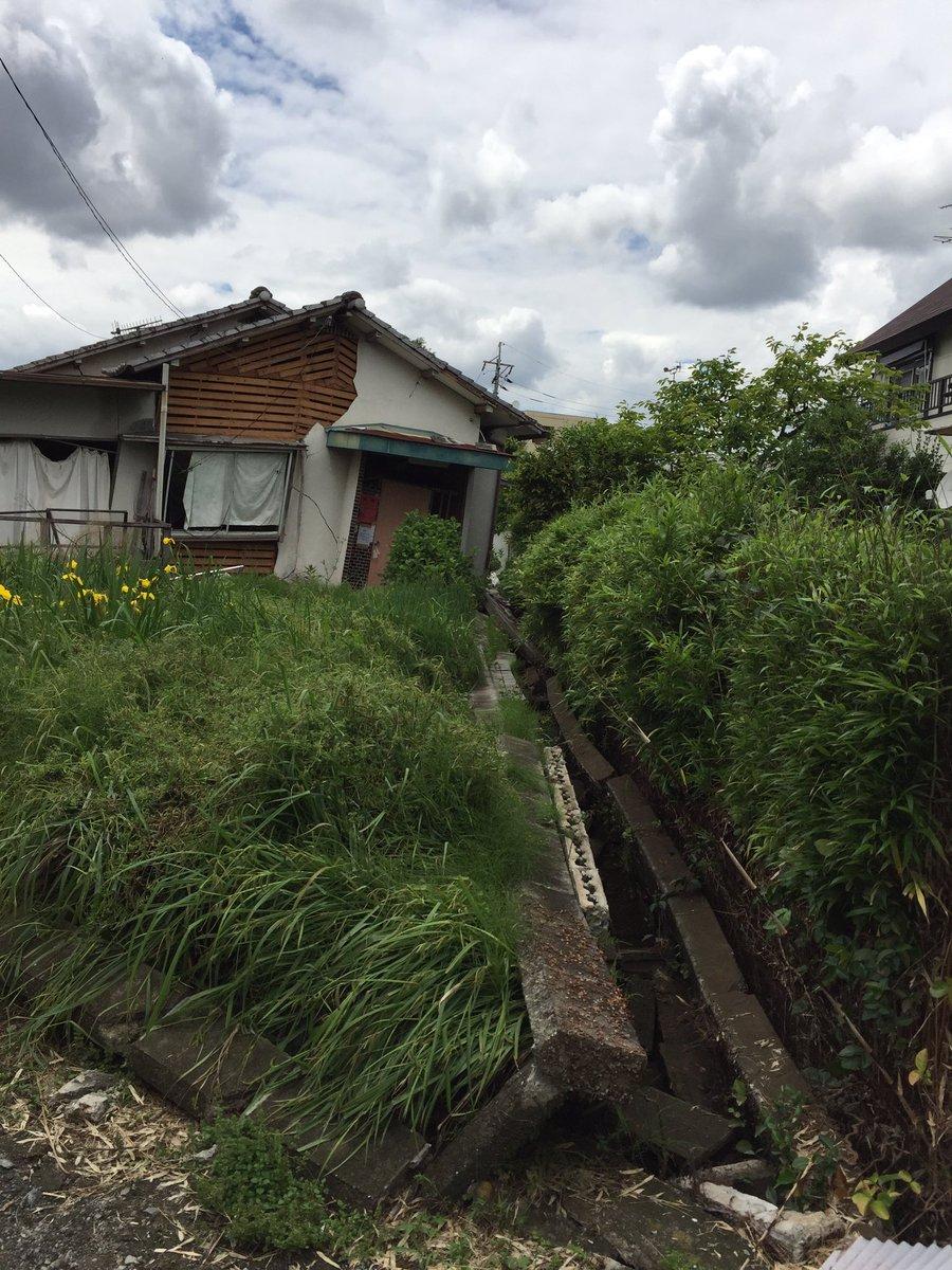 益城の惣領地区、祖母の家やっと見てきました。去年まで貸家にしてたんだけど貸してなくて良かった。 https://t.co/pktjrd79lq