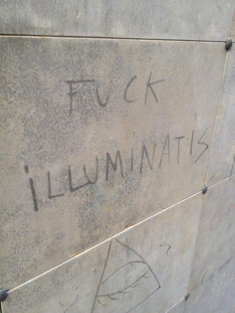 Pintadas, grafittis y otras mierdas del arte hurvano ese. - Página 3 CiPIsxtWUAAV9gM