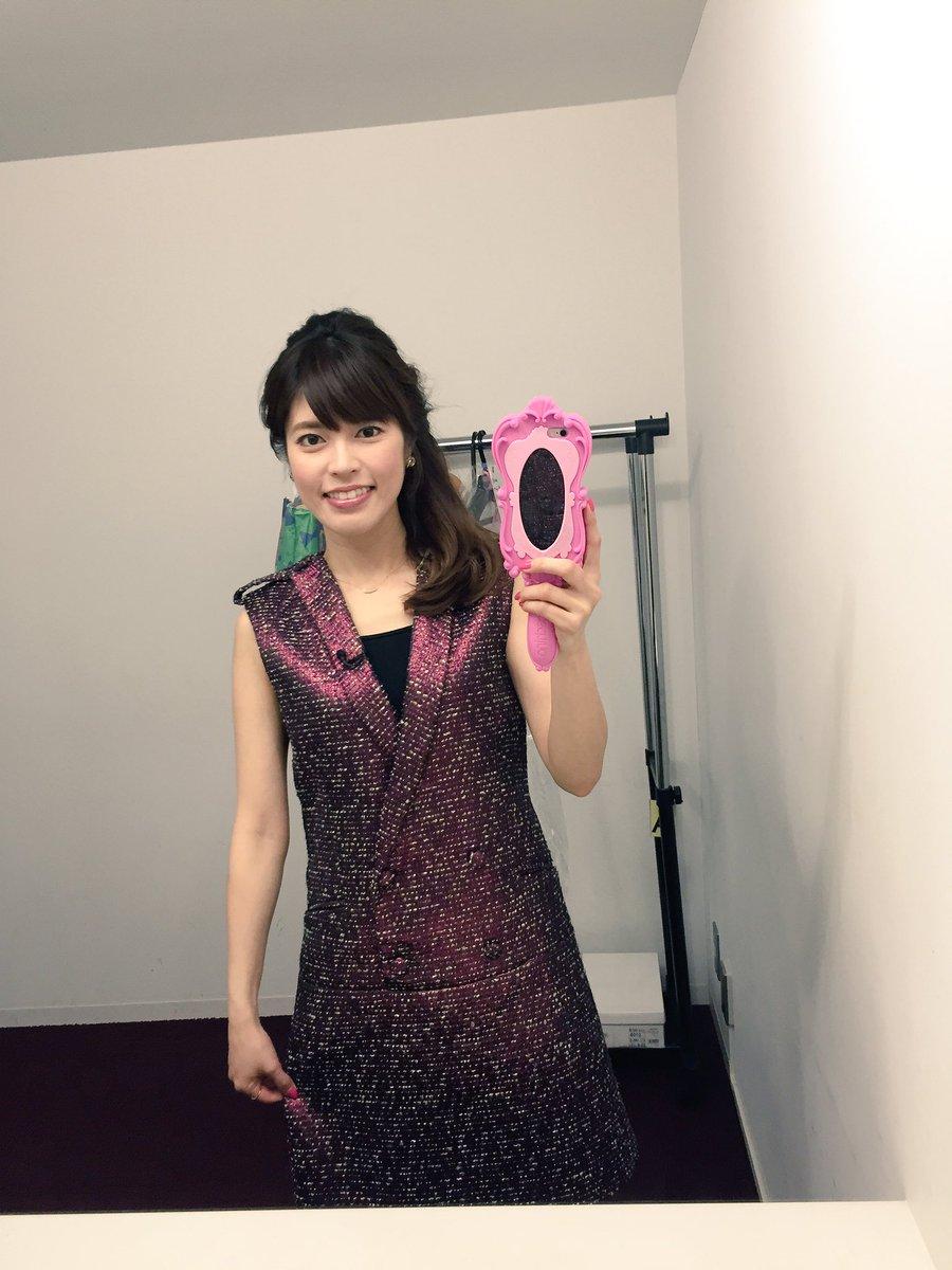 海外テイストの変わった形のワンピースを着ている神田愛花アナの画像