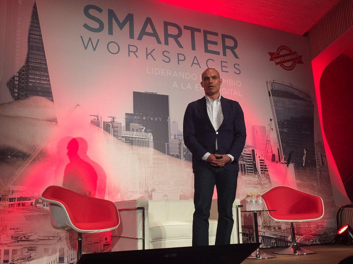 MasterClass @BernieHernie en #SmarterWorkspaces @IDG_Spain @KYOCERA_DS_ES hablando de la revolución #digital https://t.co/s58yBQADPH