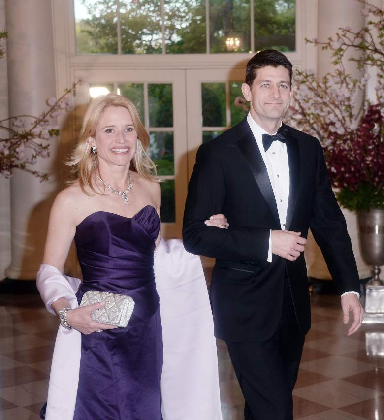 .@los001979: Things that make you go hmmm?: Paul Ryan's wife is a millionaire a lobbyist for the Democrats.. Hmmmm!  https://t.co/fJpJhkOai5