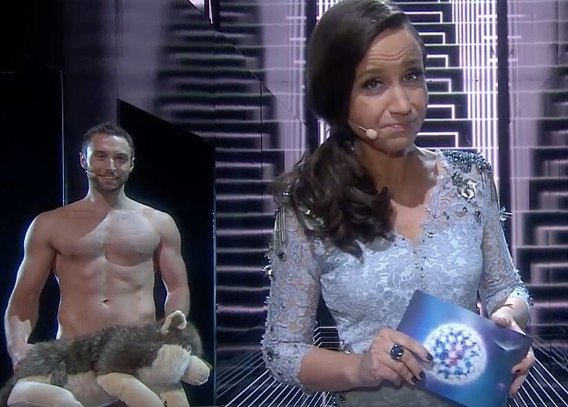 Todo twitter revolucionado con el desnudo de Mans. #EurovisionS2 https://t.co/6DOxBR1XtQ
