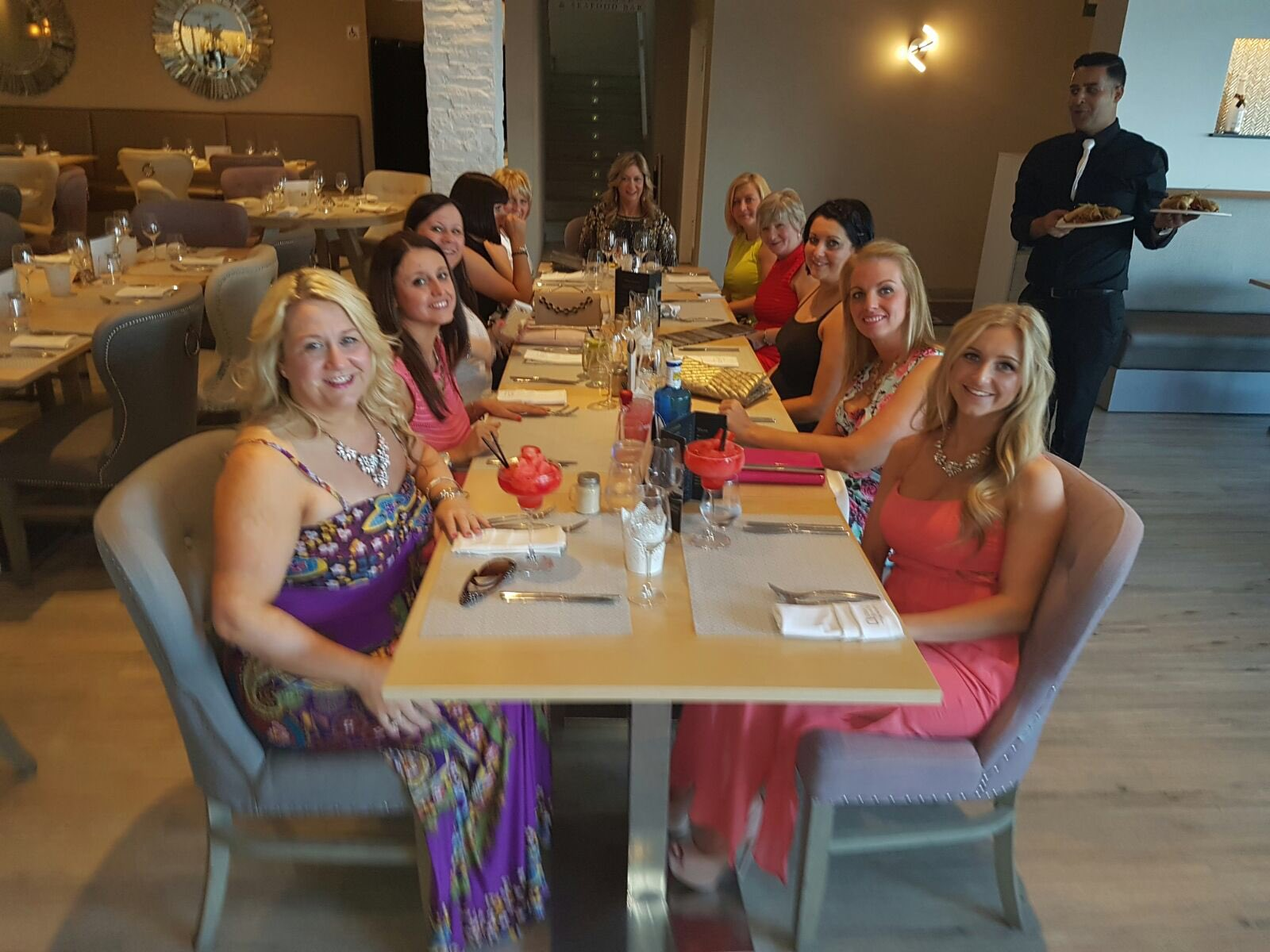 RT @hhhleachy: @elliottwright_ - amazing food & cocktails with the girls xx https://t.co/RQt57nxtUm