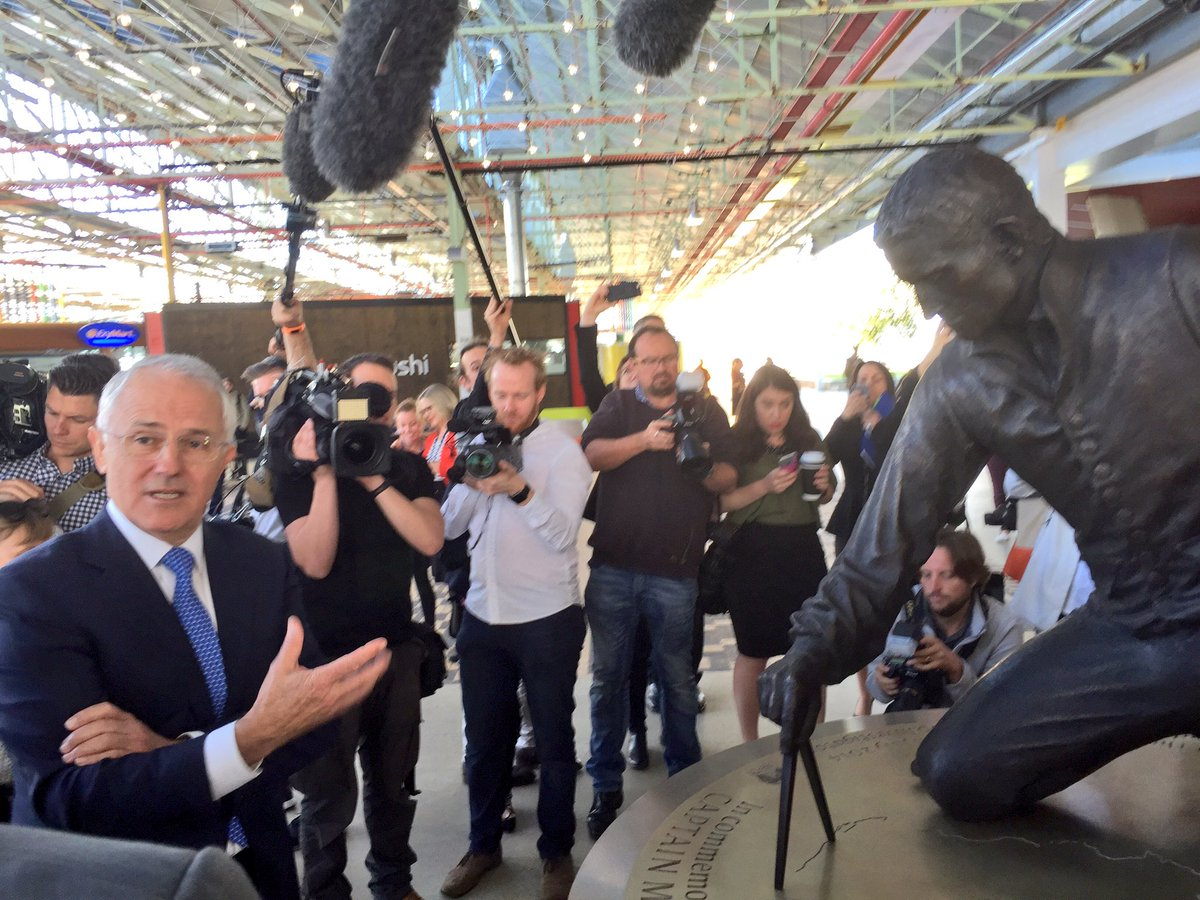 A new rail link for Flinders! And the PM unveiled Matthew Flinders at Tonsley! It's an awesome day! @891adelaide https://t.co/LUON4x3ZBw