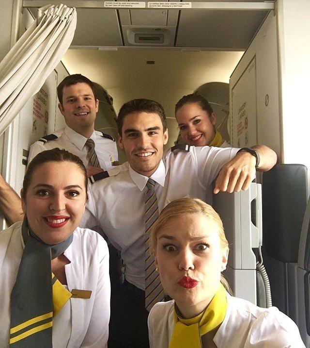 #charmingcrew #cabincrew #crewlifestyle #beautifulcabincrew  #airhostess #flightattendantlife #stewardess  #cabincr…pic.twitter.com/MPHzqSIksi