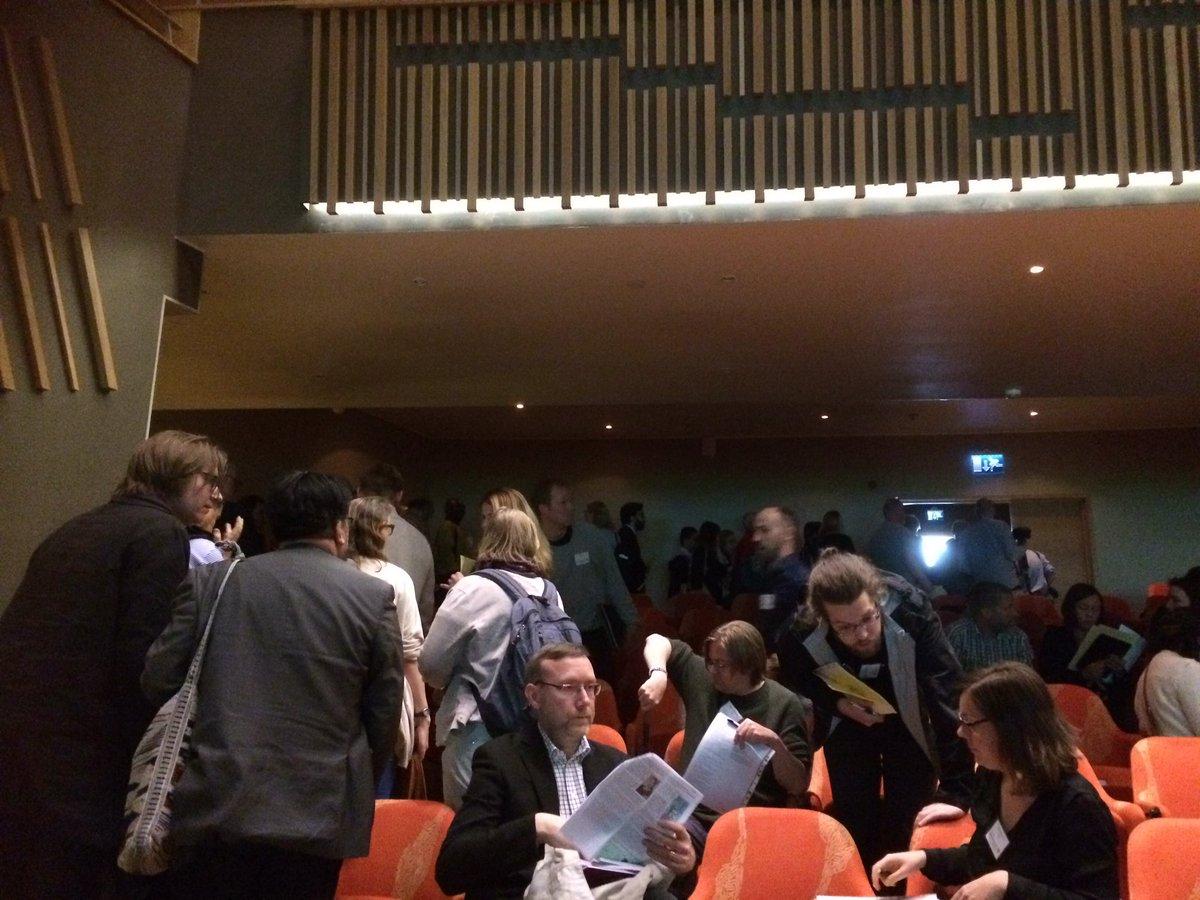Kö för att rösta på språkrör på miljöpartiets kongress. Foto: Katarina Helmerson, Ekot.