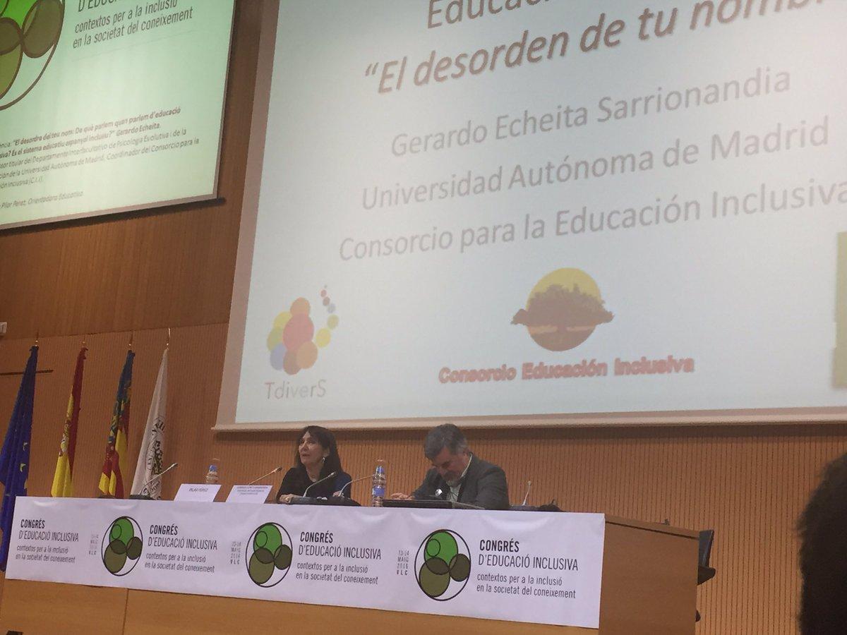 Nadie es un profesional si no sabe soñar... @pilarpes presenta a @EcheitaGe #EduInclusiva16 https://t.co/rXo8ljOT8I