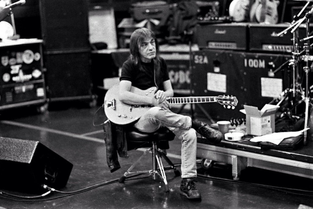 Feeling the love for the great Malcolm Young, this eve. Hope he is happy and safe. *nods* #ACDC https://t.co/xHpWgT5art
