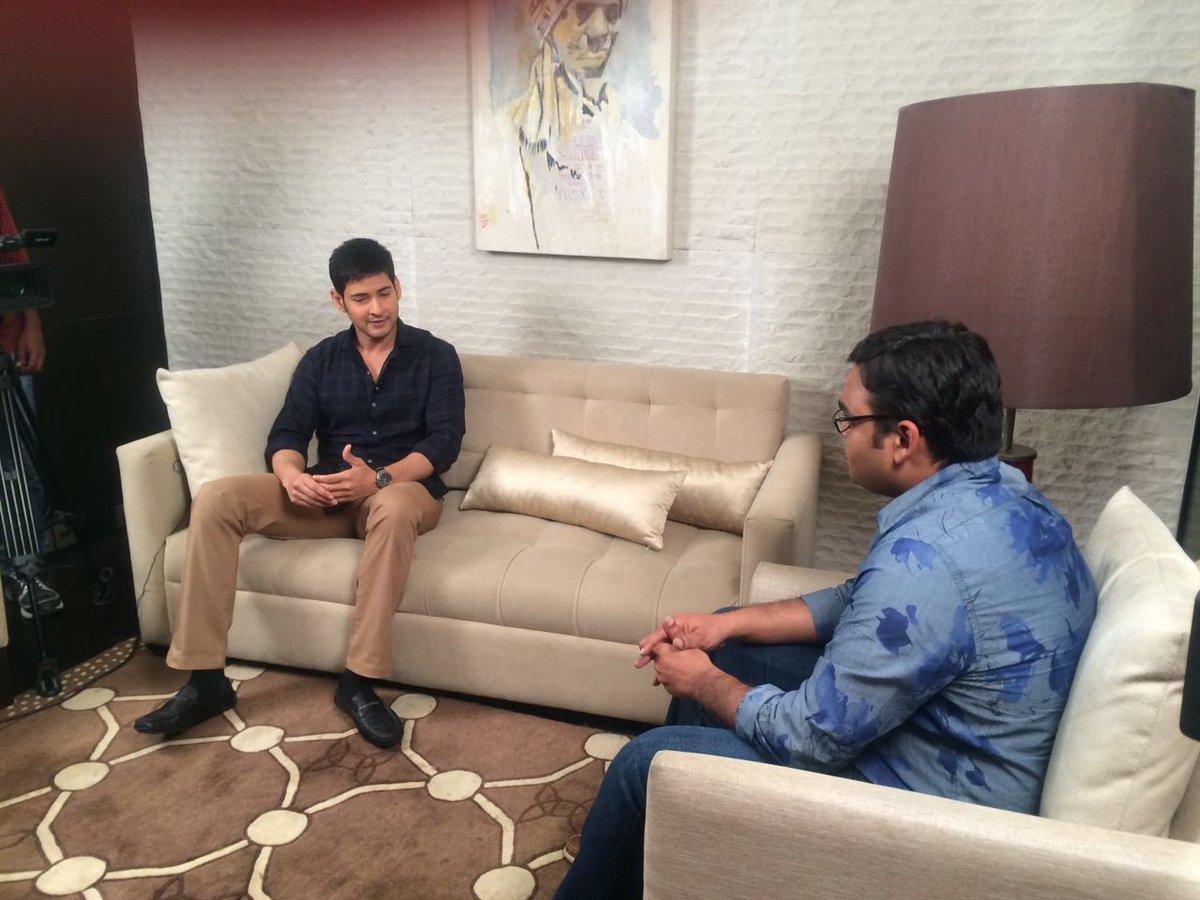 So...this just happened... A short 12 mins interview with @urstrulyMahesh on #Brahmotsavam :-) https://t.co/QOeqpeBzcj