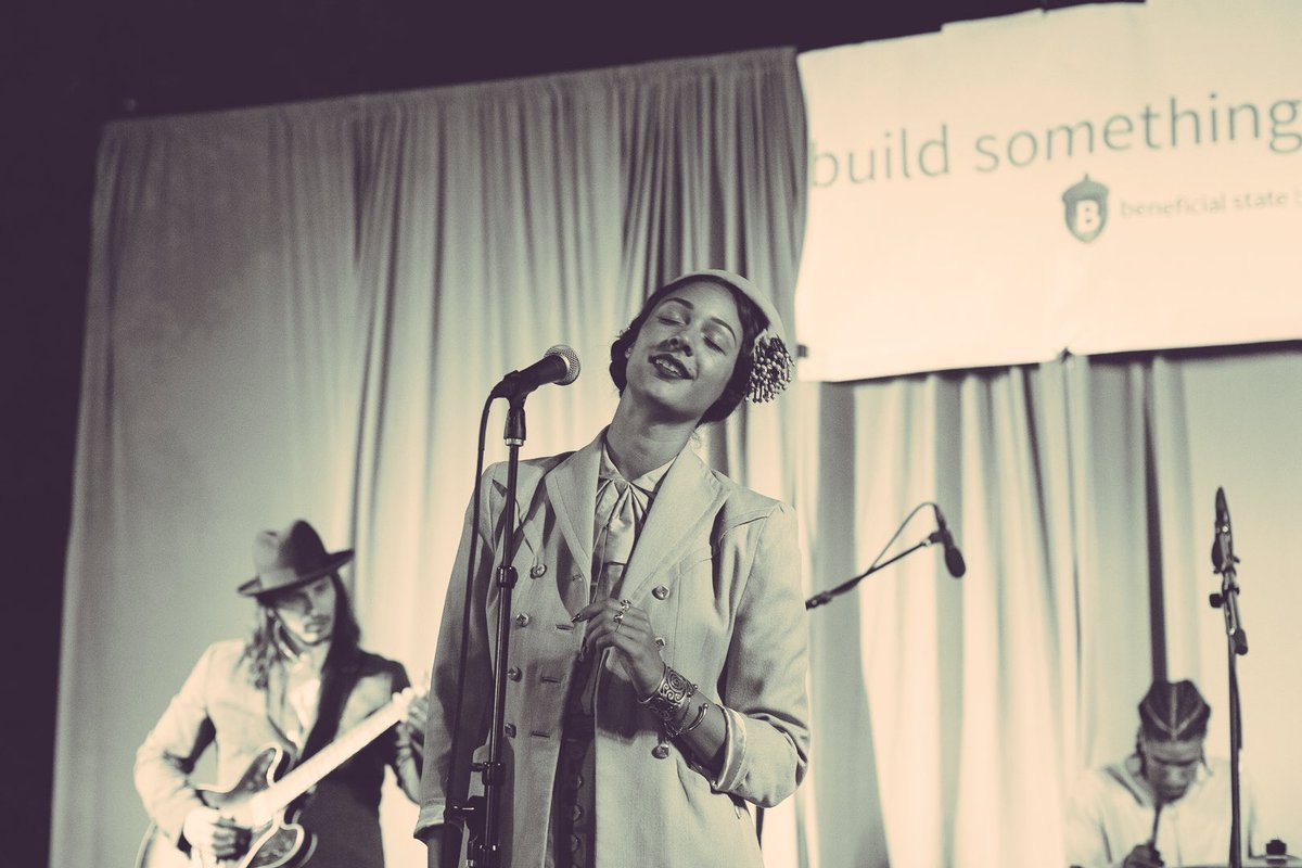 If you weren't at the 10th Annual #OaklandIndieAwards last night, you missed out on the unforgettable @MaraHruby https://t.co/hrLGtSBu12