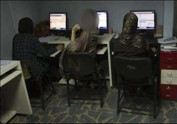 ضبط صاحب مقهى إنترنت ببني سويف يبتز النساء بصور فاضحة