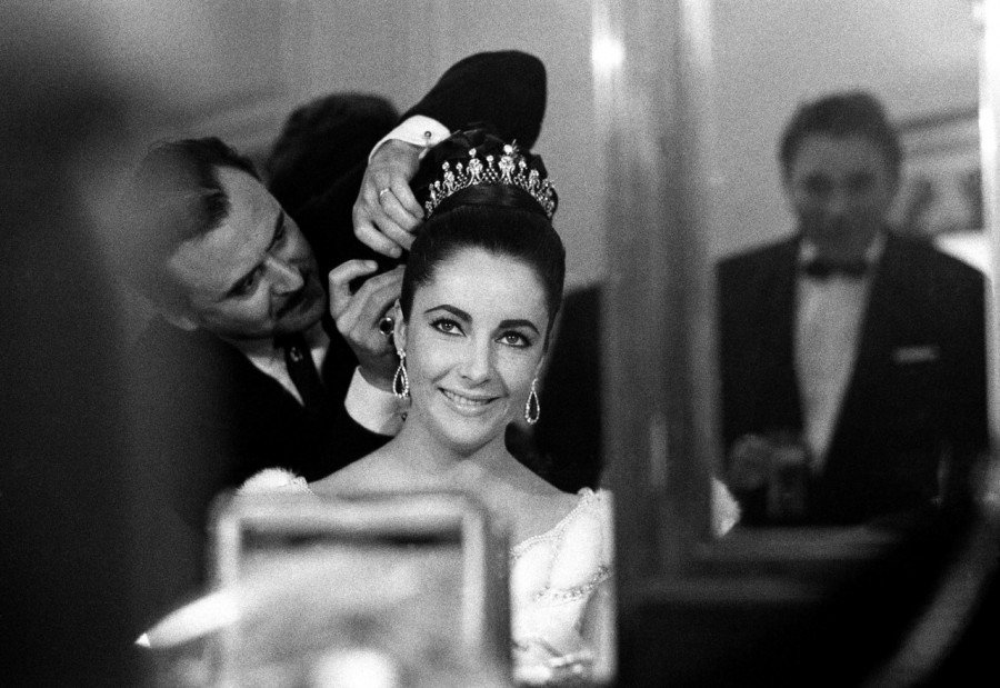 Almost ready, darling! #CannesFilmFestival 1963. https://t.co/roKEunbney