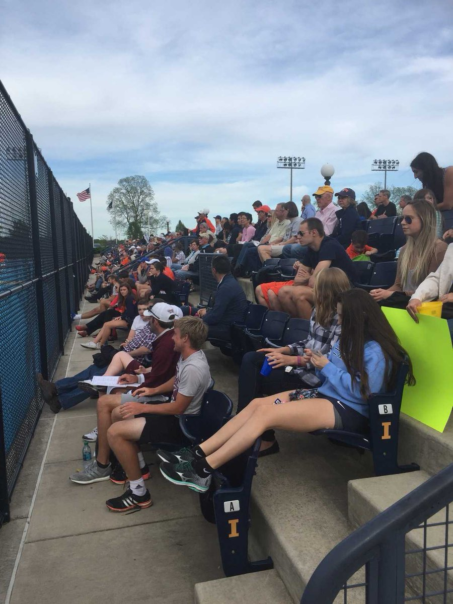 Huge crowd for the Illinois vs Western Michigan match. Standard of Tennis so high. Great to see. https://t.co/9TL24qey3d