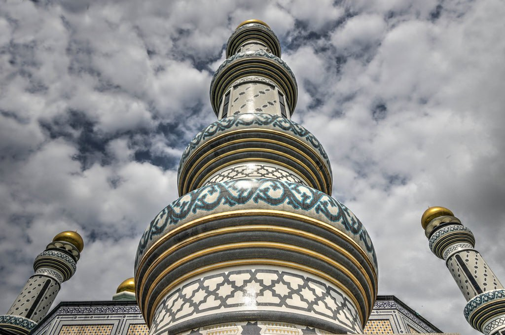 The biggest #mosque in #Brunei, the #beautiful Jame'Asr Hassanil Bolkiah Mosqu is a sight for sore eyes! #Travel https://t.co/iMFdpwPvpX