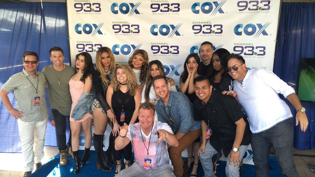 933 crew and Fifth Harmony hanging out backstage! #933summer let's go !