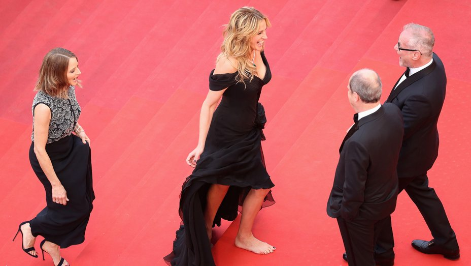 Cannes Video Julia Roberts Bare Feet George Clooneys Trump Jab