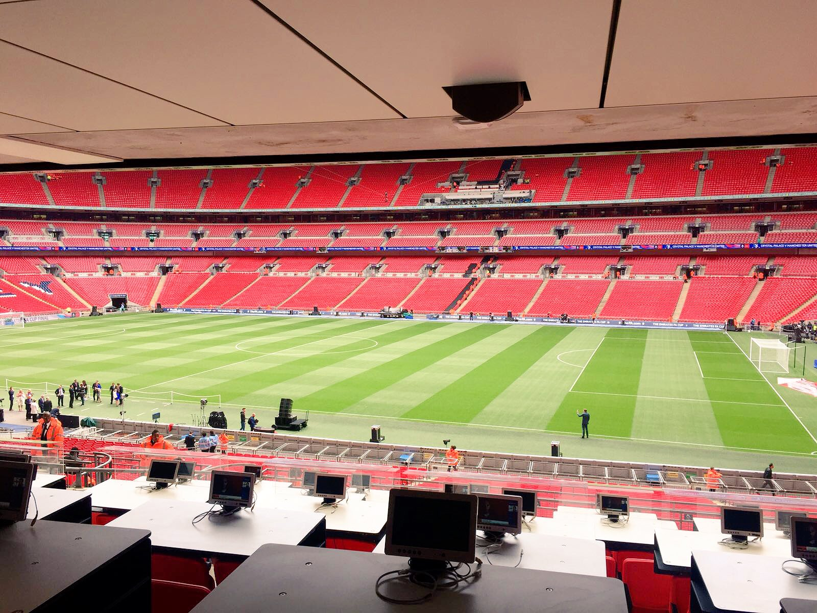 RT @ManUtd: In position nice and early in the @WembleyStadium press box. #WeAreUnited https://t.co/NZ2fJ0veNy