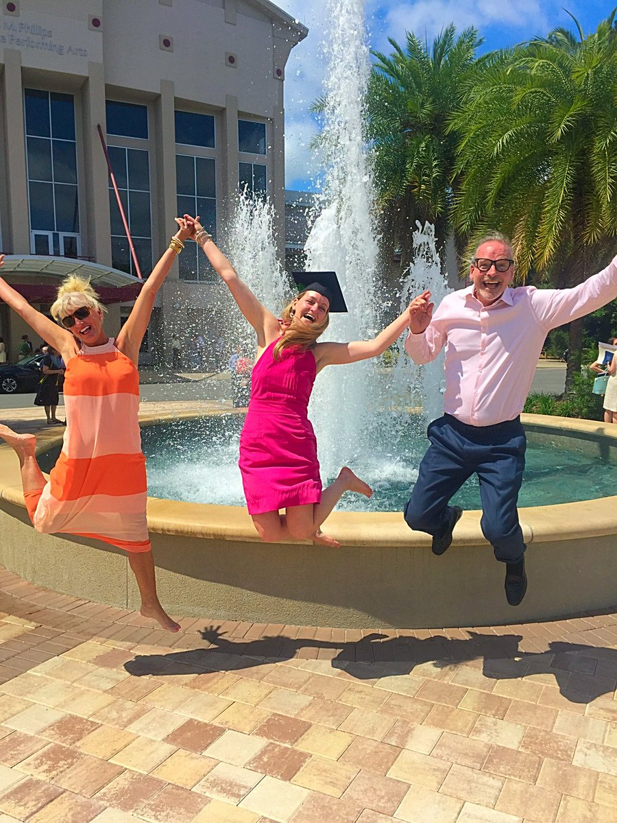 Parents rejoicing with their Little Mermaid, Dr. Ariel Margaret Anderson #GatorMD #UFGrad #goGators #ucsd #Tritons https://t.co/B6gcv5YnLK