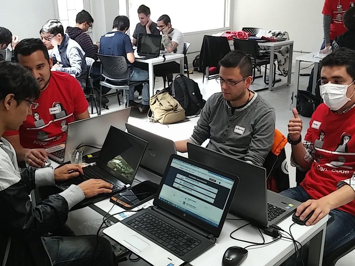 Listo el equipo, con toda para sacar la mejor idea! #hackathon @AngelHack https://t.co/NQ74e6bE0j