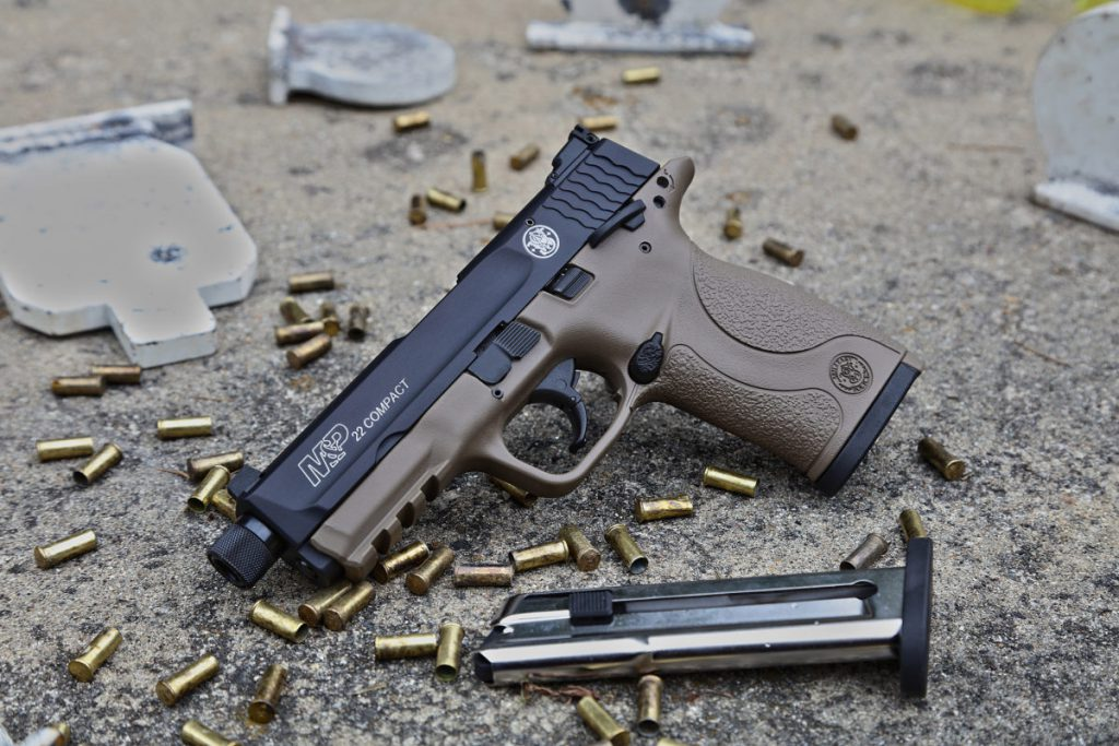 Smith & Wesson M&P22 Compact Pistol in Cerakote FDEFinish https://t.co/6ZvMG89UrR https://t.co/jCD5iGmpOf