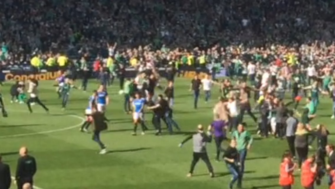 This was the first punch that hit Rangers captain Lee Wallace as fans invaded the pitch. @itvnews https://t.co/XQ8AxdwzlD