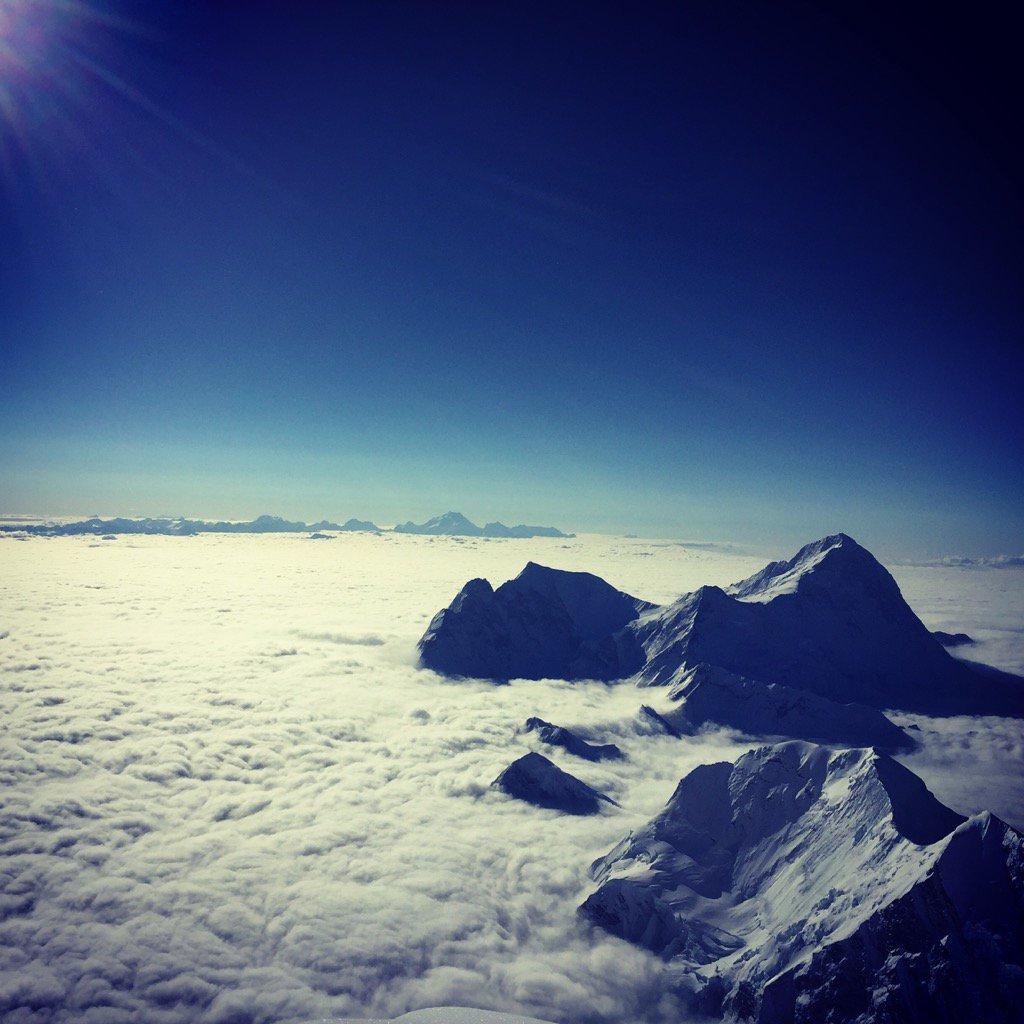 Looking out from 8700m on Everest, Makalu dominates @SherpaEurope @Bremont @Team_BMC @lyonequipment @LandRover_UK https://t.co/6PVkjTlIIk