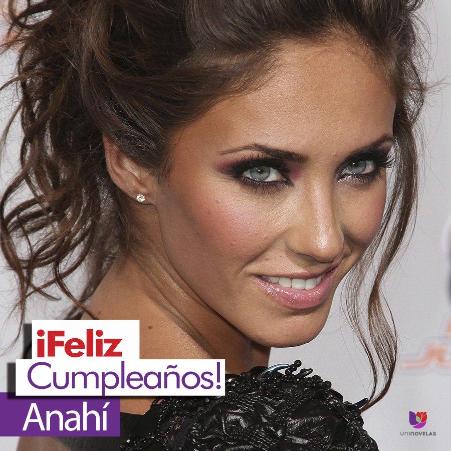 ¡Hoy es cumpleaños de la guapa @Anahi! Deja aquí tus felicitaciones.