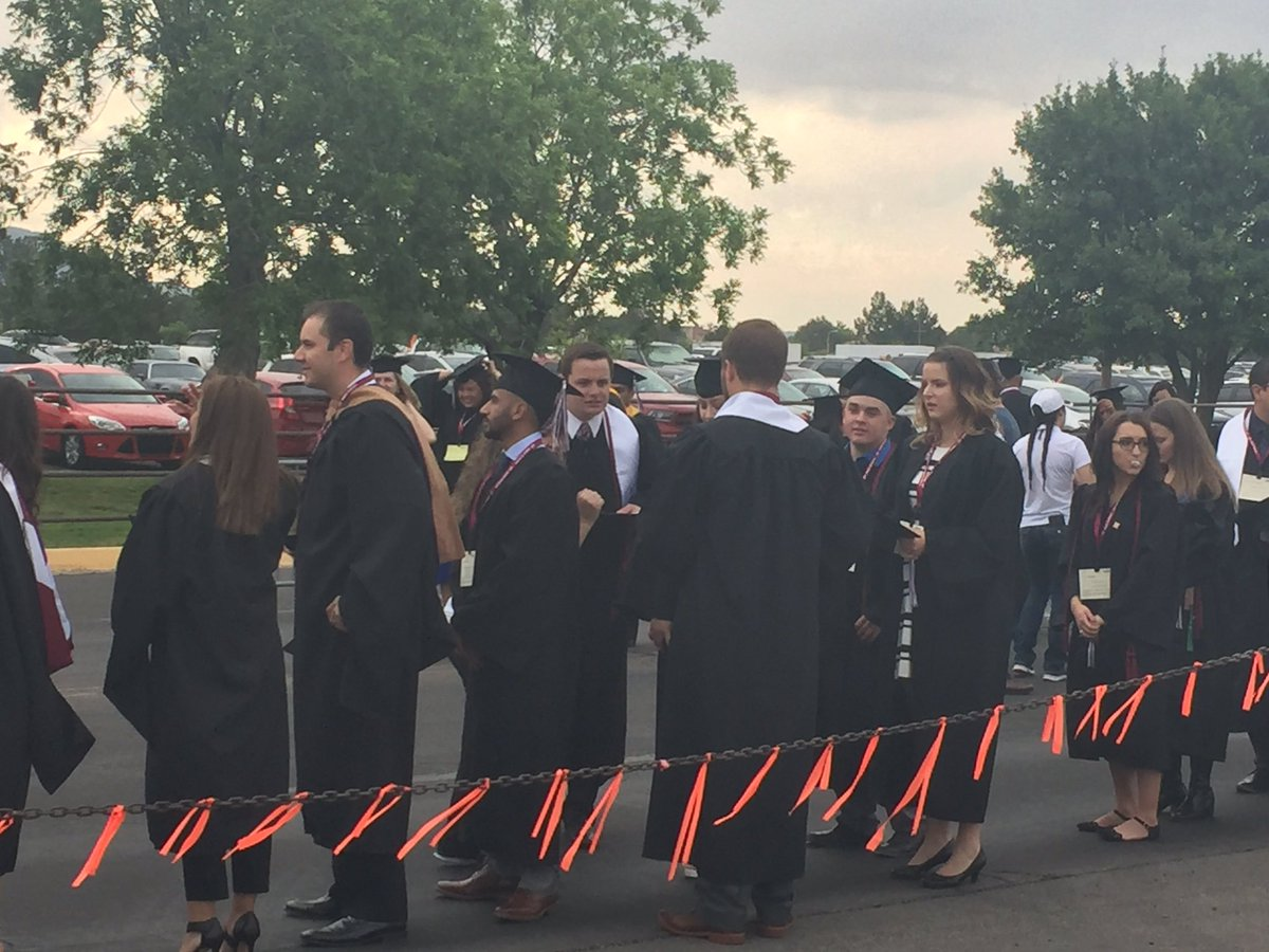 Welcome to Commencement! Let the lining up begin. #NMSUGrad https://t.co/7vfZOhsL9c