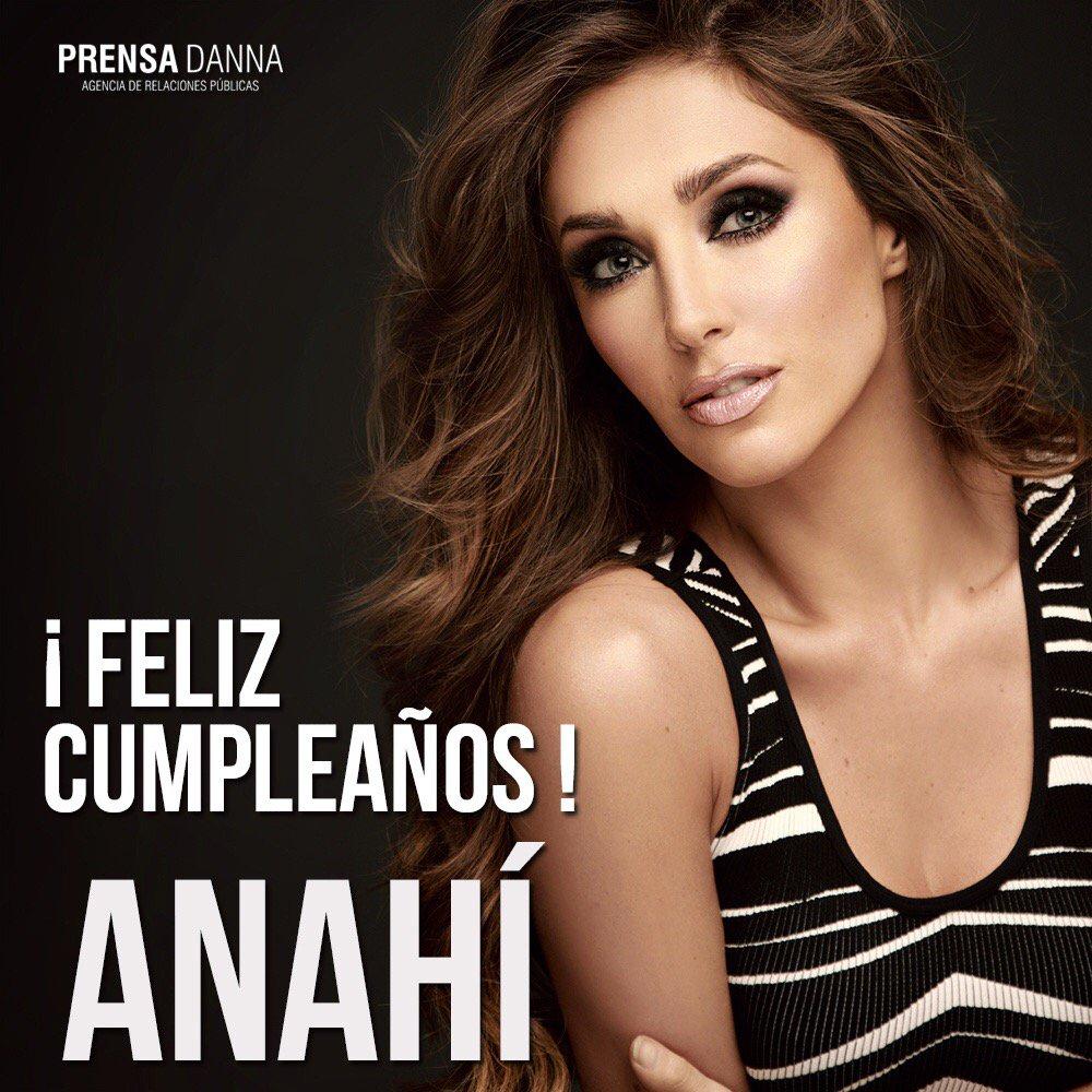 Feliz cumple @Anahi te adoro