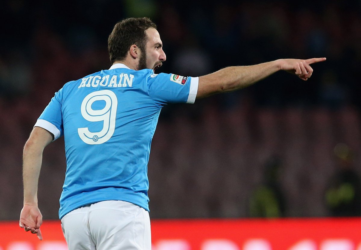 36 - Gonzalo #Higuain has scored 36 goals in this league, a new RECORD in a single Serie A campaign. Mythology. https://t.co/RsGvlneCJg
