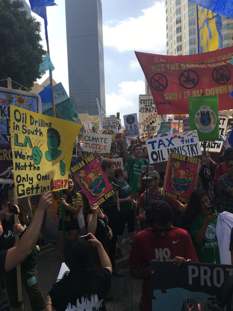 Great march for renewable energy at #BreakFreeLA! Let the clean energy revolution begin! https://t.co/CU7T2F2lsi