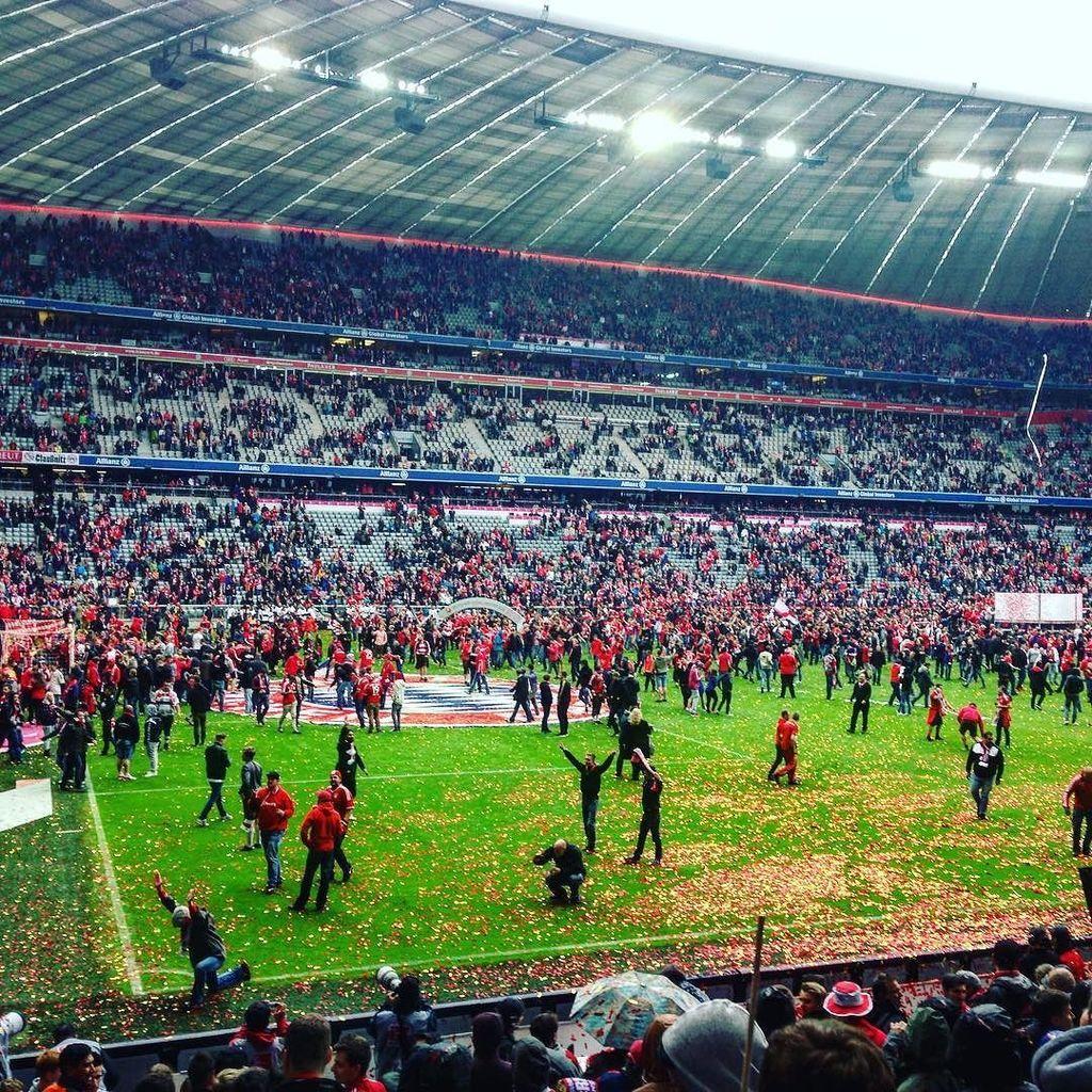 #meisterschaft #fcbayernmünchen #bayernmünchen #nachdemspiel #fussball #münchen #aufdemras… https://t.co/8m44CBfzJ0 https://t.co/O0msVoKCql