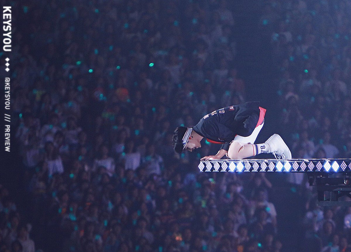 160515 쿄세라돔 - 아래있는 팬들이 궁금한  쪼꼬미범ㅋㅋ #기범 #key #샤이니 #SHINee https://t.co/tVyr7Gvphu