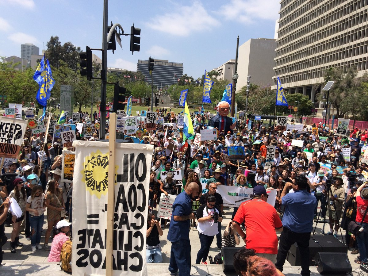 @STAND_LA nearly 2K people #BreakFreeLA say NO More drilling in LA @ericgarcetti !! Nice job @creativegreeniu https://t.co/fB6ZJYku1s