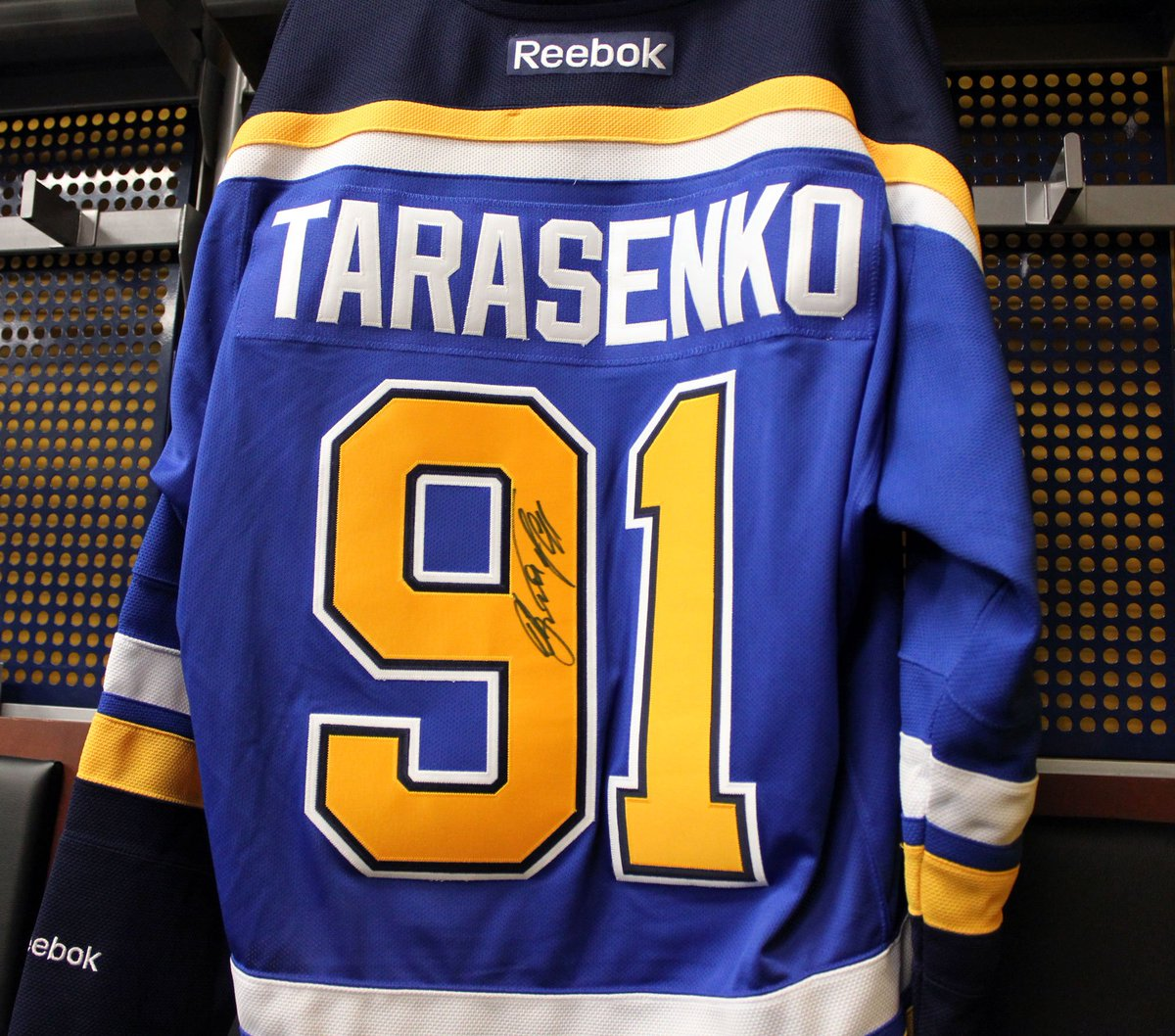 Last chance to win this signed Tarasenko jersey! RT & use #NHL17Tarasenko to enter. Winner will be announced Monday. https://t.co/lU7TJqJ9RF