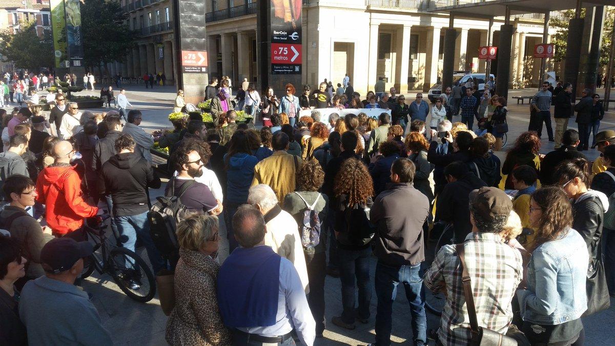 Primeras personas en la Plaza del Pilar de #Zaragoza #15May #GlobalDebout https://t.co/8rhUEfR4uH