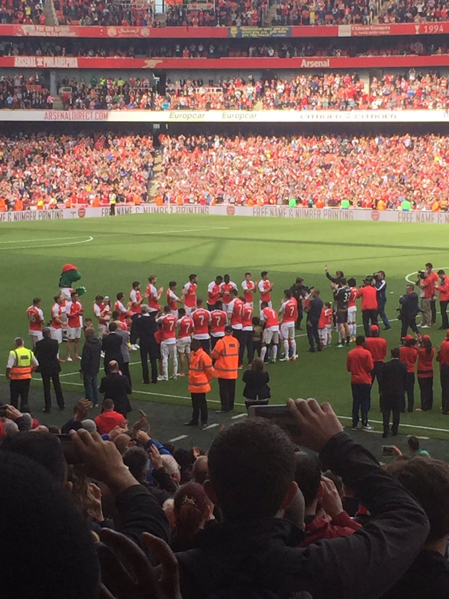 Guard of honour for super Tom https://t.co/Pq1zXI3xE1