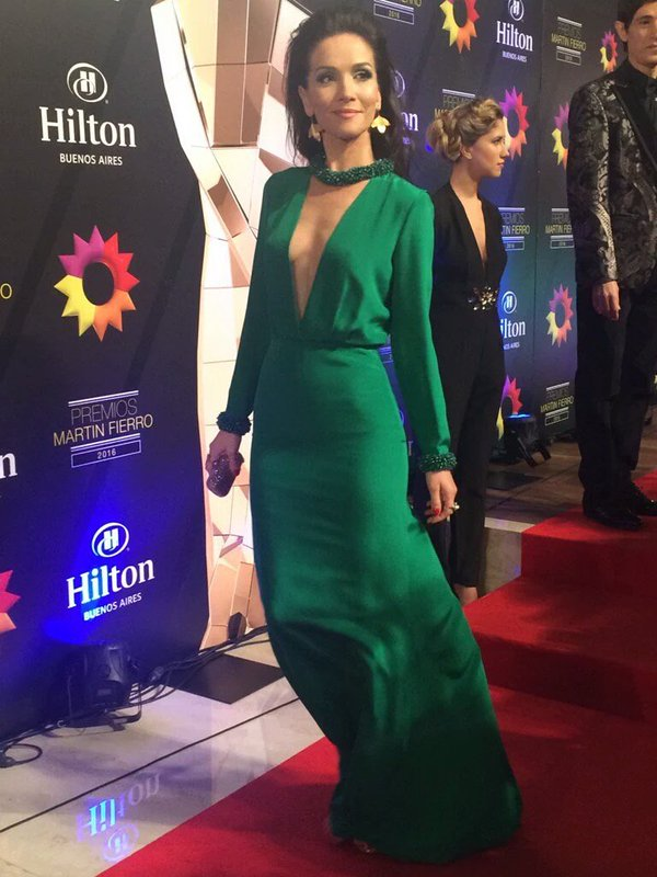 Se ponga lo que se ponga, Natalia Oreiro siempre está divina #martinfierro2016 #MF2016 https://t.co/elrV1bNA3F