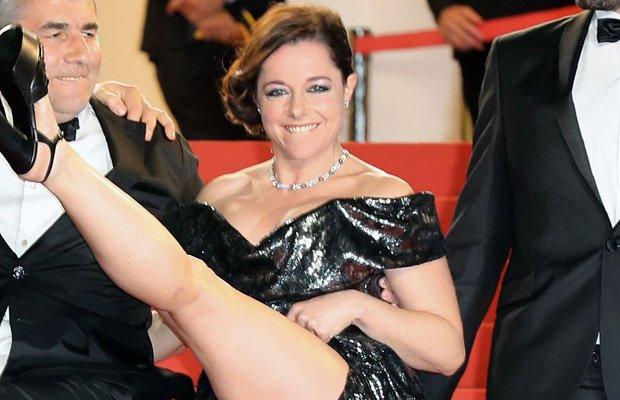 Worst wardrobe malfunction yet? actress flashes nether ...