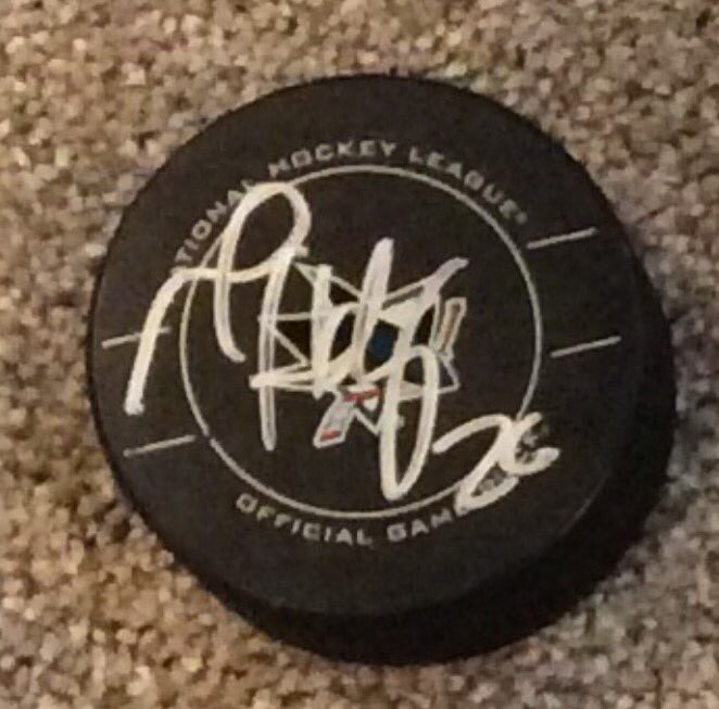 Last 1: 1000 RT by 3:00 PM EST, one retweeter will get Michal Handzus signed game puck #NHL17Pavelski @SanJoseSharks https://t.co/xBYnt1AUCm