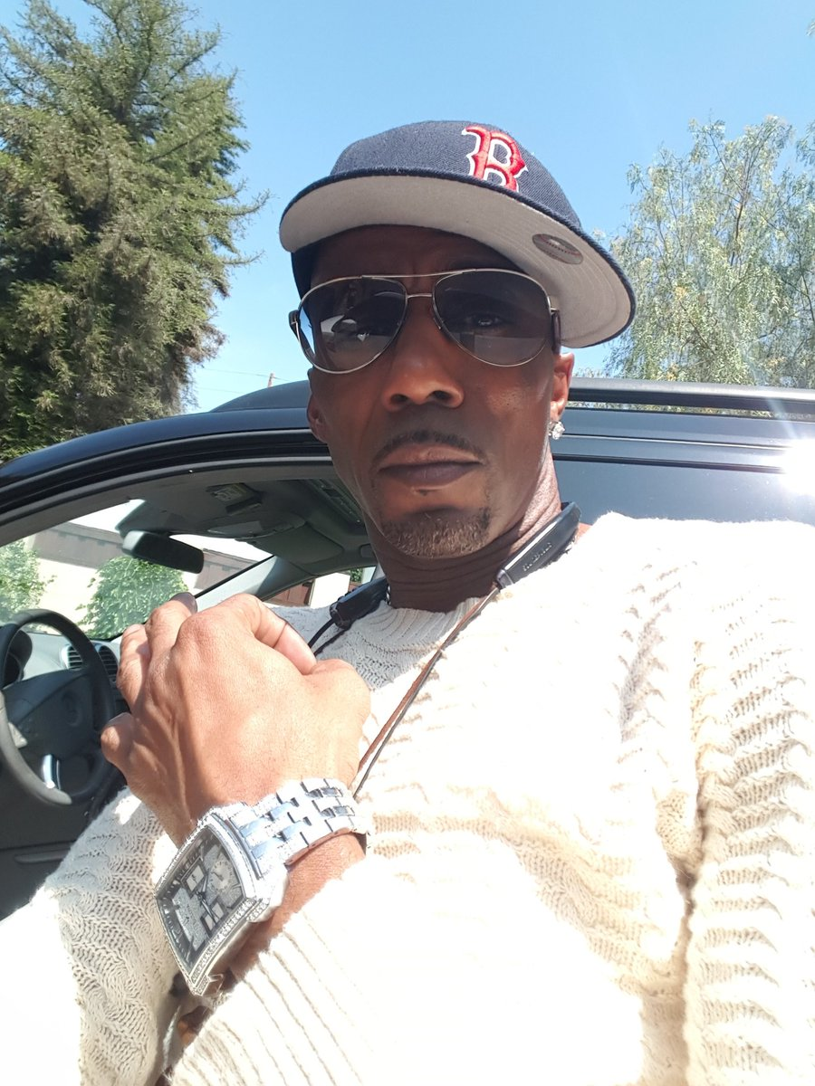 Thanks for the BDAY Love Fam.... time for me to celebrate ME!!!! PEACE!!! https://t.co/x8Qm8Lpsrx