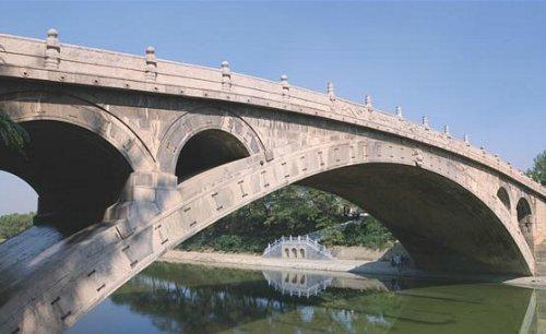 هذا الجسر الحجري بني عام ٦٠٥قبل الميلاد بالصين Cimrt9bWUAQ1zBx