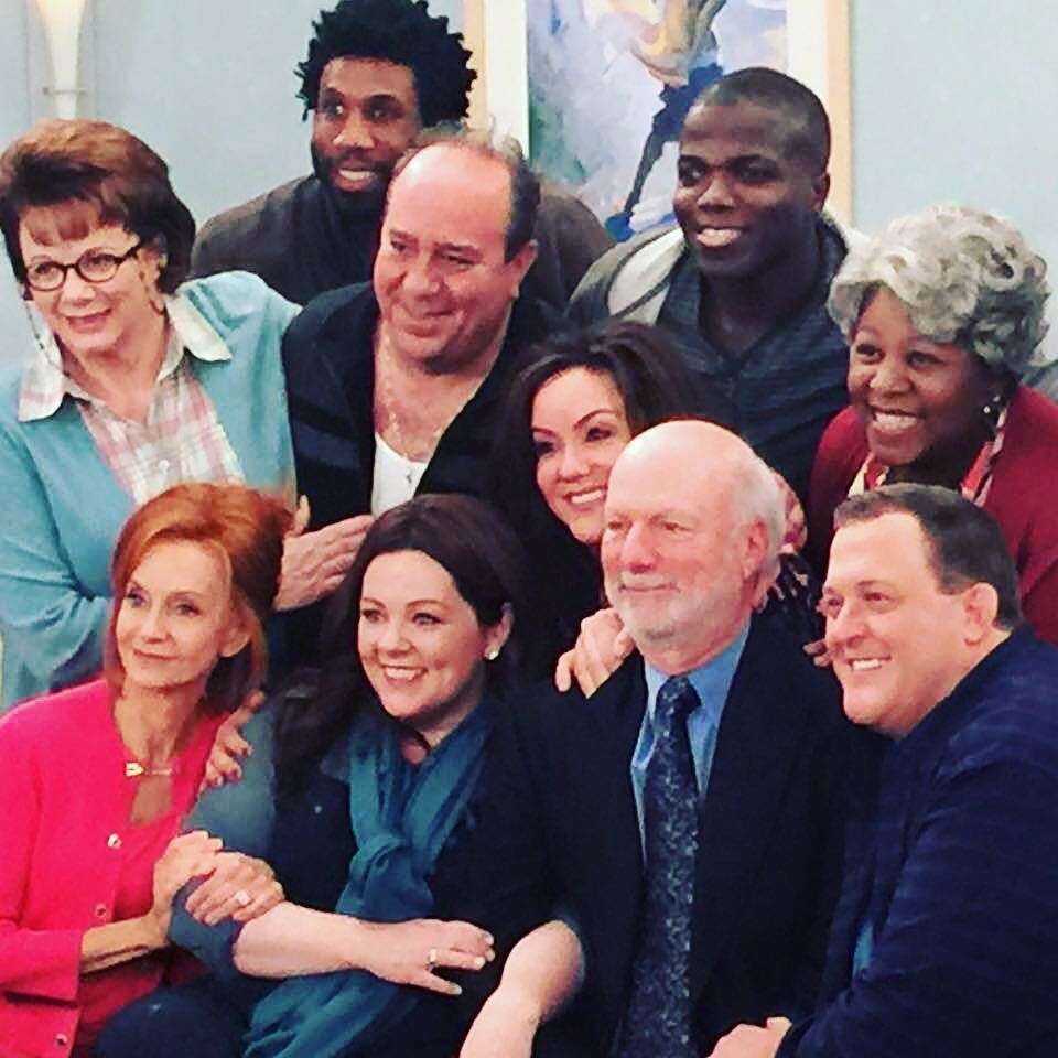 From our final night of taping directed by Jimmy Burrows, the way we started. Thank you ev… https://t.co/BIO6QN2ZWp https://t.co/RppdCk4chy