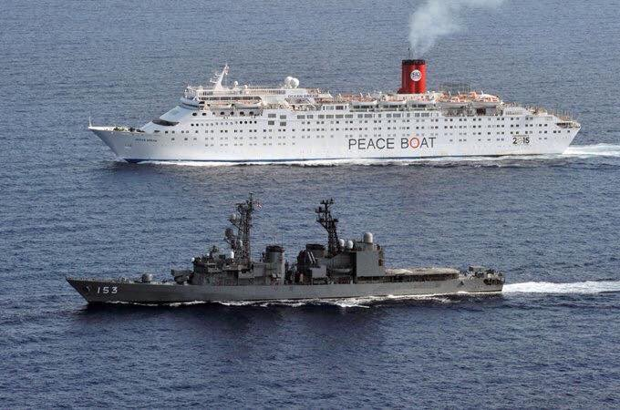 【反対だけど、でも守って!、ピースボートを海自が護衛】 今月5月3日、アデン湾で海賊対処参加護衛艦「ゆうぎり」が、「ピースボート」の旅客船を護衛 ピースボートは、海賊対策での海自派遣に反対。主張とギャップ 皆さん、どう思われますか? https://t.co/n3bS7gEGJl