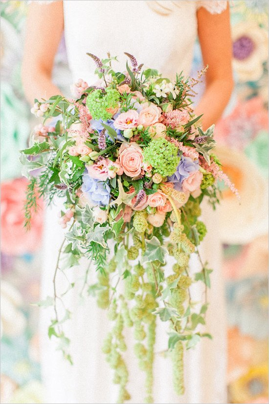 Lunchtime #Wedding Treat - Oh my days, this bridal bouquet is beautiful. Love the colours Picture @RobertaFPhoto https://t.co/Ia6det32Lw