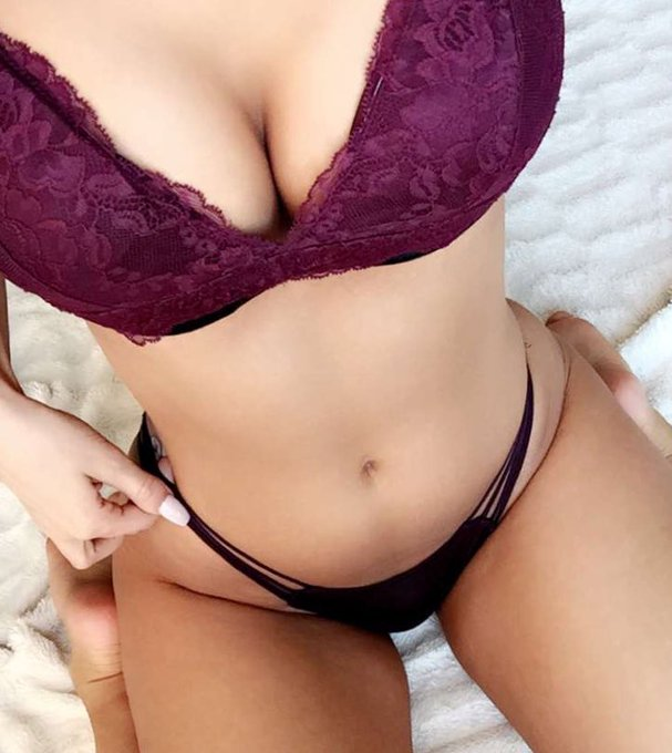 Heading online naked dot com very soon, meet me there ???? https://t.co/Z1wV1sUEKw