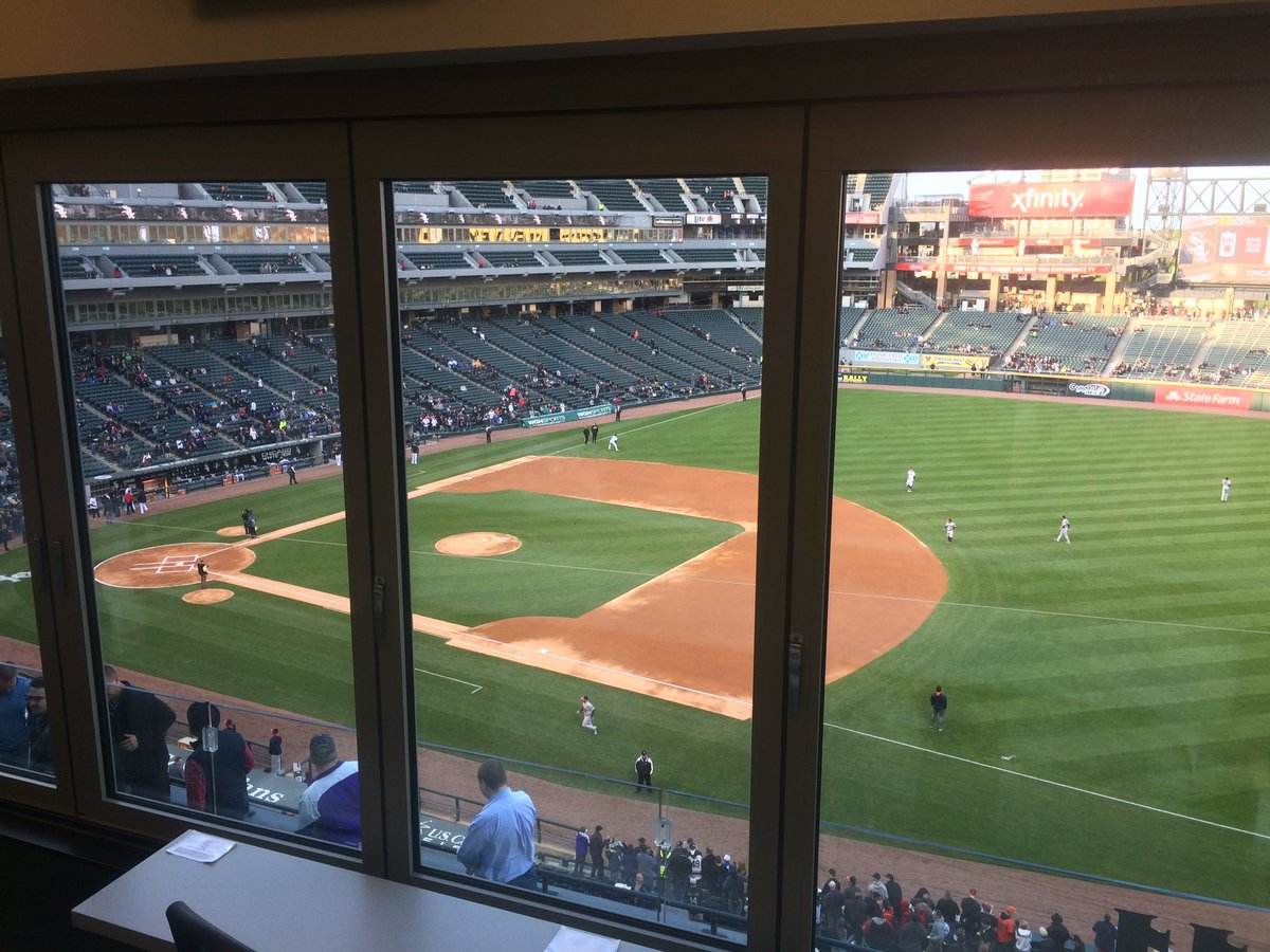 10 minutes before opening pitch here at US Cellular Field for #WhiteSox vs #Astros https://t.co/GDwFEMh4T4