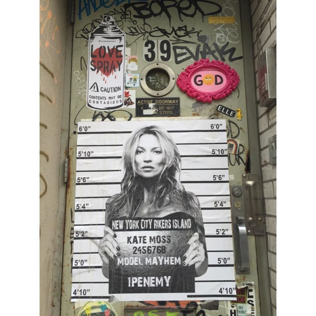 Looks like Kate got busted 4 a Crime of Fashion - @1penemy #1penemy #katemoss in Little Italy ---------------------…