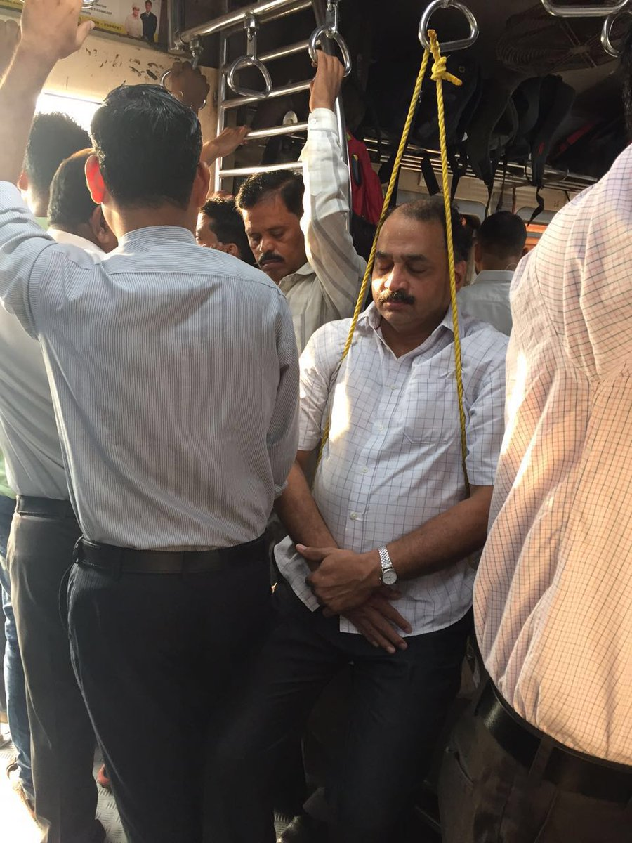 Meanwhile in a mumbai local https://t.co/NQTi4gPbZy